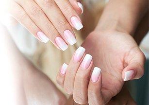Наращивание и укрепление ногтей